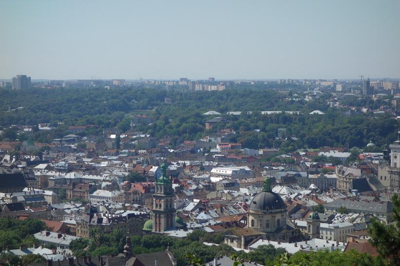 Utsikten över gamla staden från toppen av Castle Hill, Lviv.