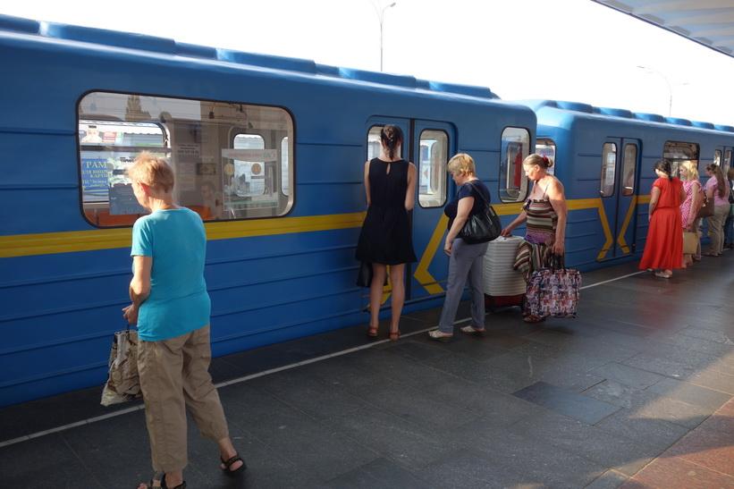 På väg hem från metrostation Lisova till centrala Kiev.
