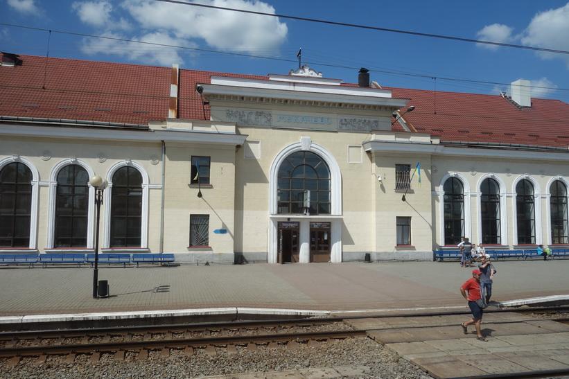 Tågstationen i Mukacheve, Ukraina.