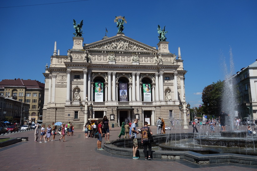 Lviv National Academic theatre of opera and ballet, gamla staden i Lviv.
