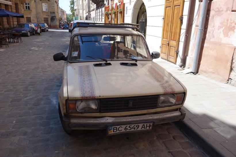 En Lada i gamla staden i Lviv.
