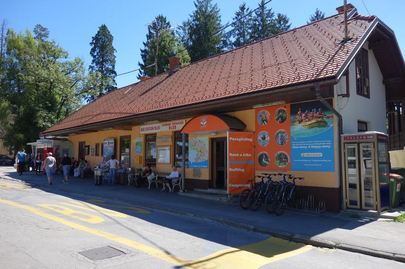 Busstationen i Bled.