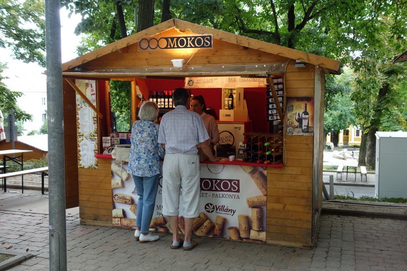 Försäljning av vin, Pécs.