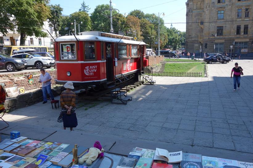 Marknad i gamla staden i Lviv.