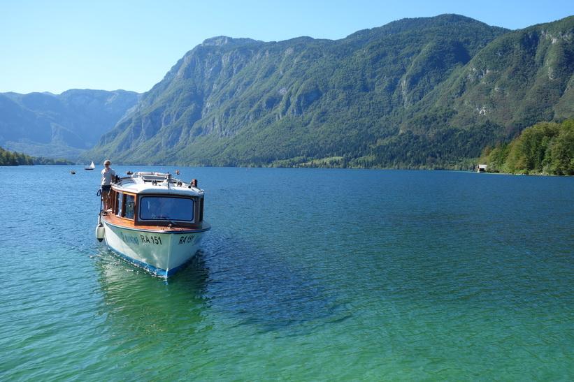 Båten som tog mig över Lake Bohinj.