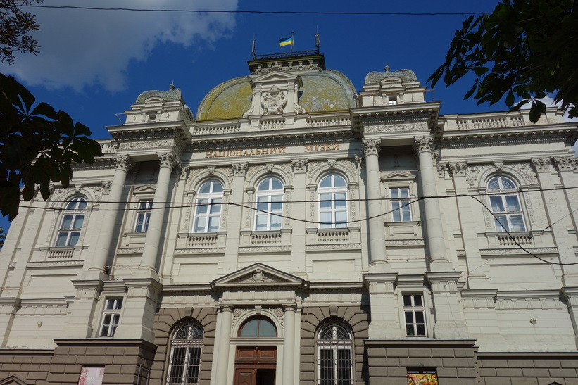 Arkitekturen i gamla staden i Lviv.