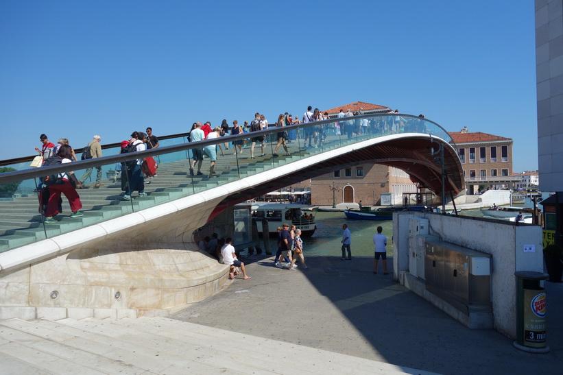 Den fjärde bron över Canal Grande, Ponte di Calatrava, Venedig.