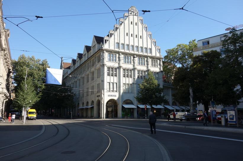 Arkitekturen längs Bahnhofstrasse, Zürich.