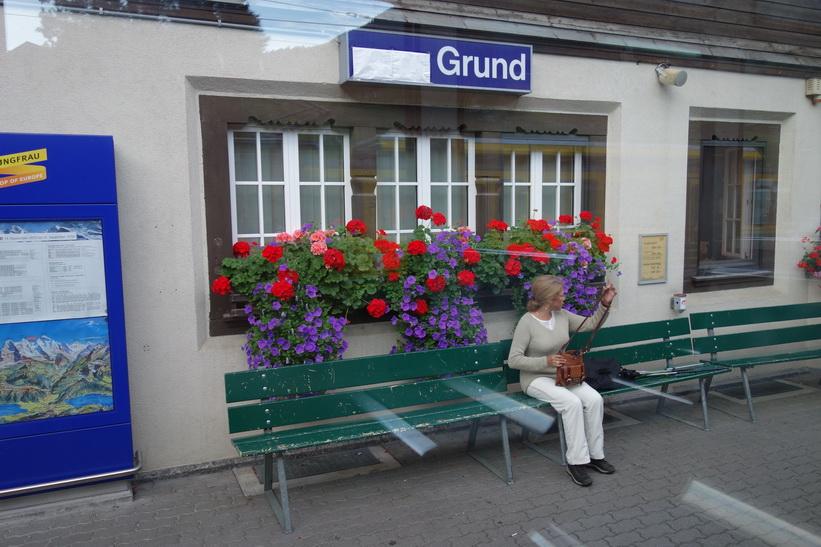Framme vid station Grund (944 m.ö.h.) drygt två kilometer från station Grindelwald.