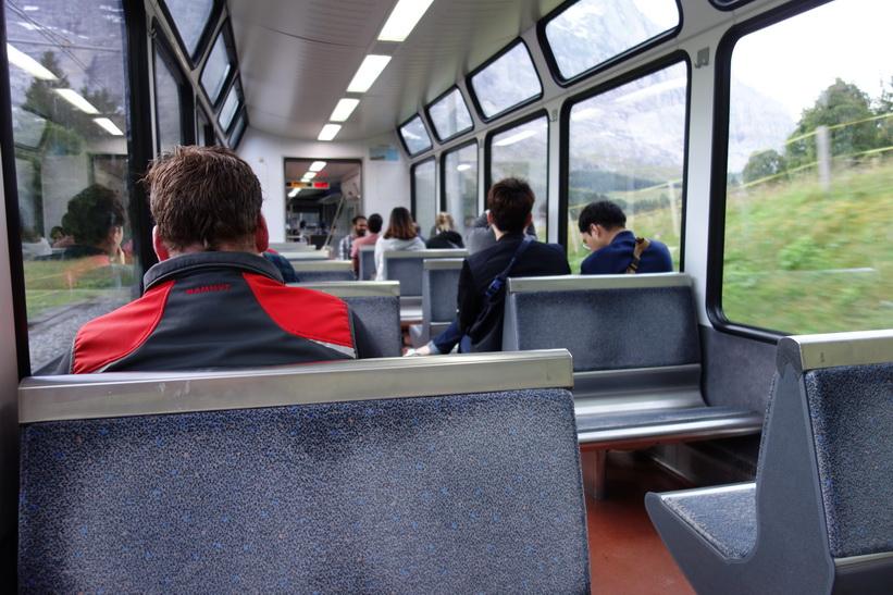 Tåget har precis lämnat station Grund, Grindelwald.
