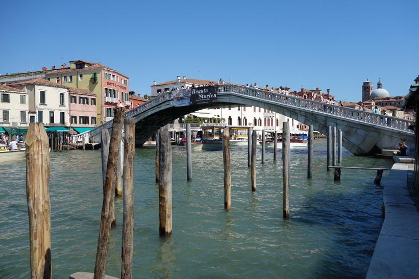 Den tredje bron över Canal Grande, Ponte degli Scalzi, Venedig.