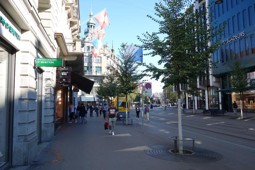 Gatuscen längs Bahnhofstrasse, Zürich.