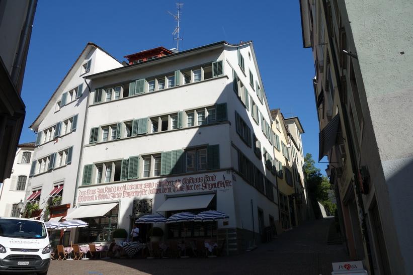 Vacker arkitektur i gamla staden, Zürich.