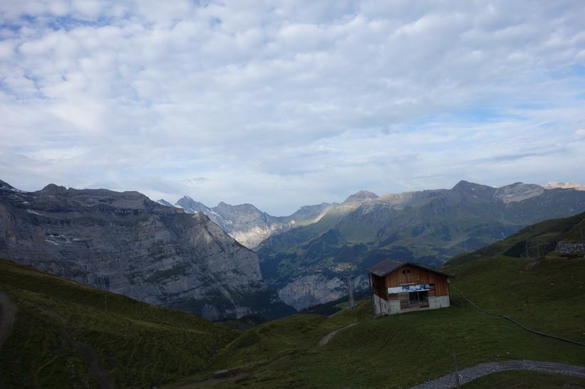 Utsikten från tåget mellan station Kleine Scheidegg (2061 m.ö.h.) och station Eigergletscher (2320 m.ö.h.).
