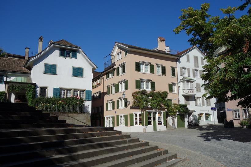 Idylliska torget St. Peter-Hofstatt, Zürich.