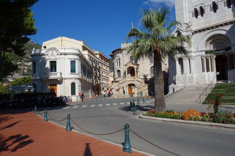 Byggnaden i mitten på bilden är Palais de Justice.