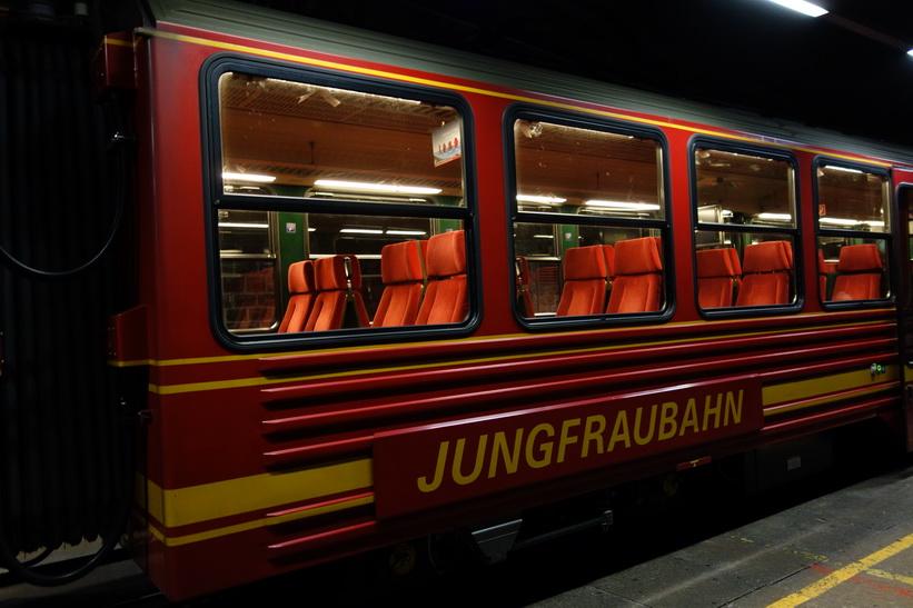 Tåget väntandes på station Eismeer (3160 m.ö.h.).