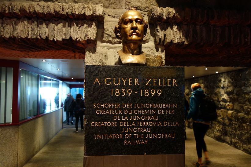 Monument över Adolf Guyer-Zeller, grundaren av Jungfraubahn, på tågstation Jungfraujoch (3454 m.ö.h.).