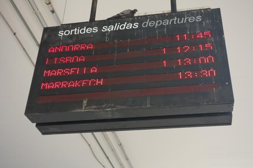 Buss till Andorra med avgång 11.45. Som synes på bilden så gick det även en buss till Marrakech!