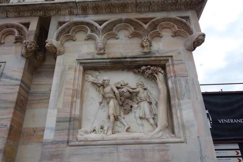 Detaljer i fasaden på Duomo di Milano, Milano.