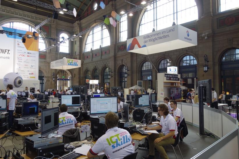 IT-mässa på station Hauptbahnhof, Zürich.