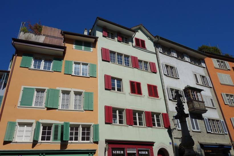 Fantastiskt vacker arkitektur vid Napfplatz, Zürich.