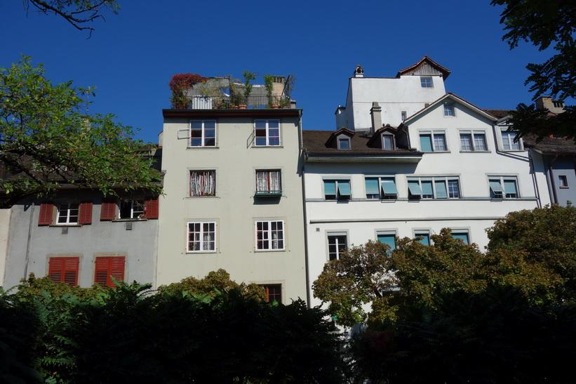 Vacker arkitektur längs gatan Spiegelgasse, Zürich.