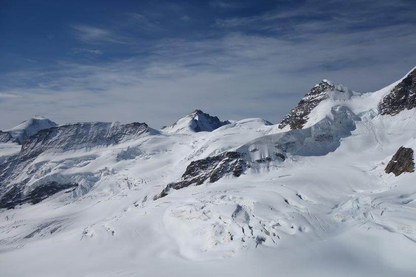 Bergstoppen Rottalhorn längst till vänster bild. Bergstoppen Jungfrau (4158 m.ö.h.) är tvåa från vänster, Sphinx-terrassen, Jungfraujoch.