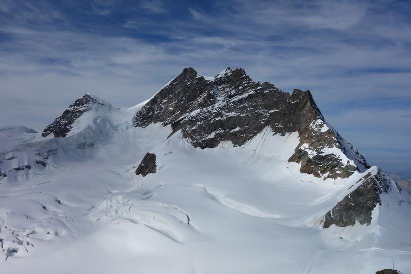 Bergstoppen Jungfrau (4158 m.ö.h.) sedd från Sphinx-terrassen, Jungfraujoch.