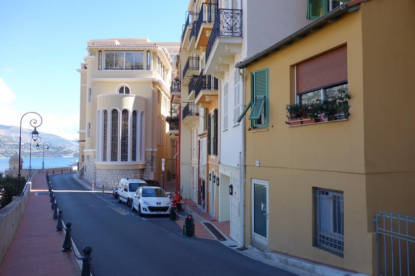 Arkitekturen längs gatan Rue des Remparts, Monaco.