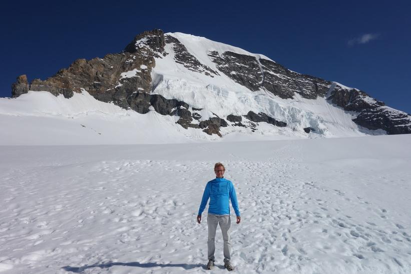 Stefan framför Mönch, promenaden från Jungfraujoch till Mönchsjochhütte.