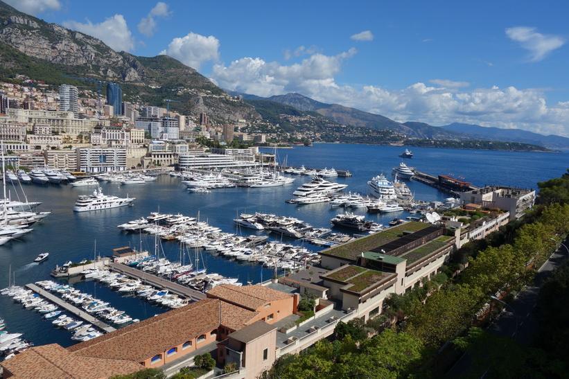 Utsikten från gatan Rue des Remparts, Monaco.
