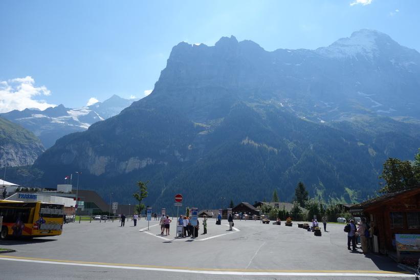 Busstationen i centrala Grindelwald.
