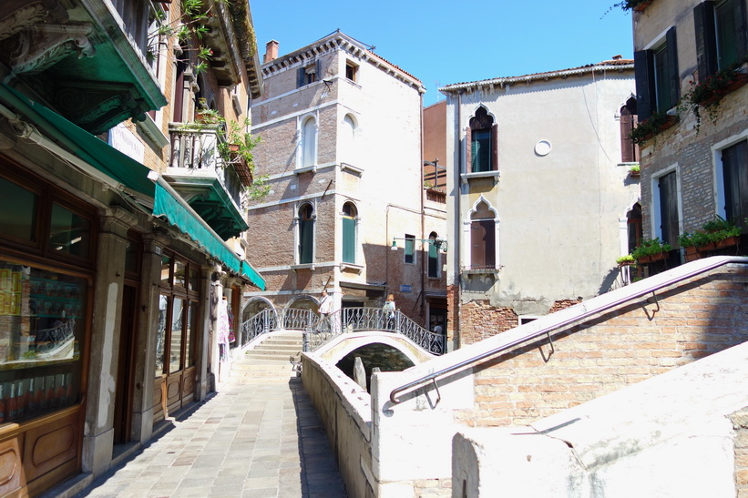 Vacker arkitektur i Venedig.