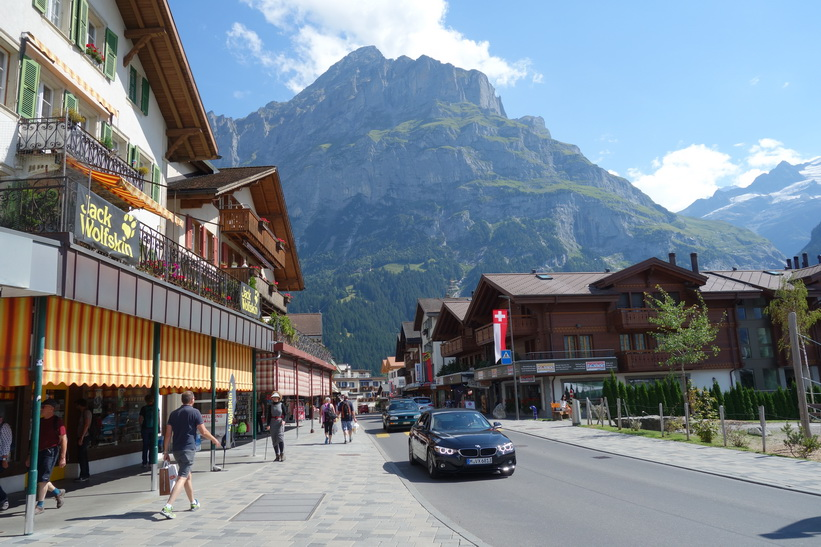 Gatuscen i centrala Grindelwald.