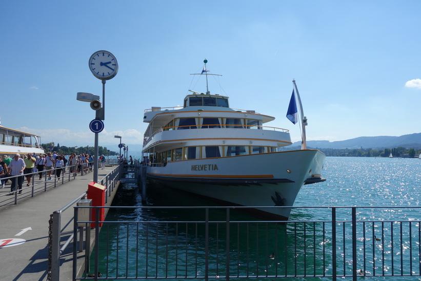 Färja vid Zürichsjön, Zürich.