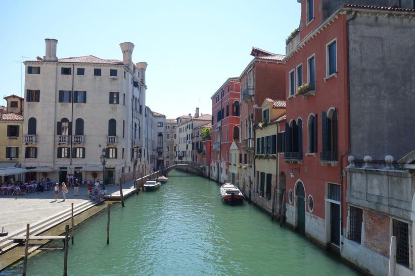 Kanalen vid torget Campo Santi Giovanni e Paolo, Venedig.