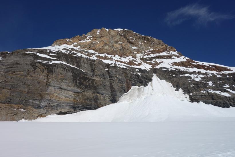 Mönch. Vy under promenaden från Jungfraujoch till Mönchsjochhütte.