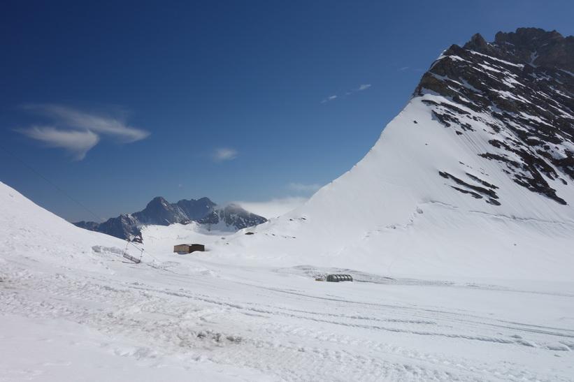 Vy under promenaden från Jungfraujoch till Mönchsjochhütte.