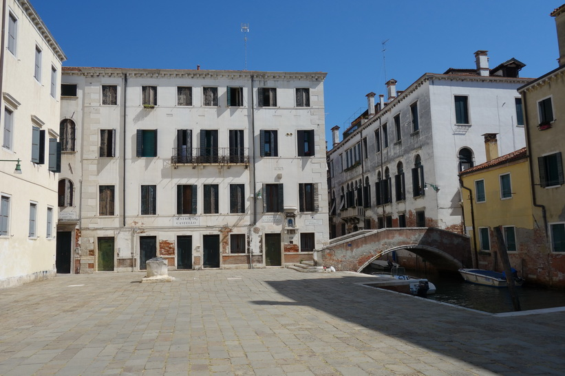 Torg med vacker arkitektur i Venedig.