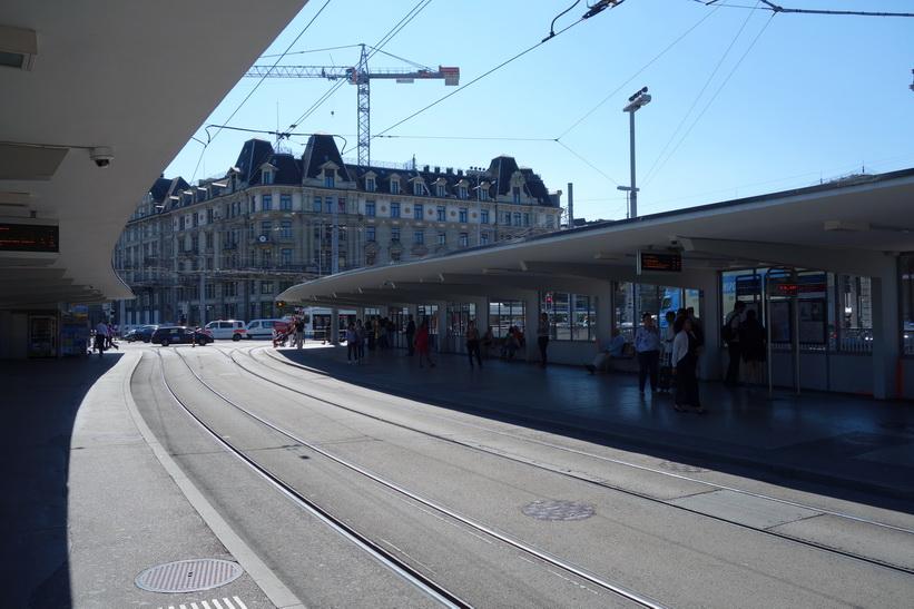 Station Bahnhofquai/HB i centrala Zürich.