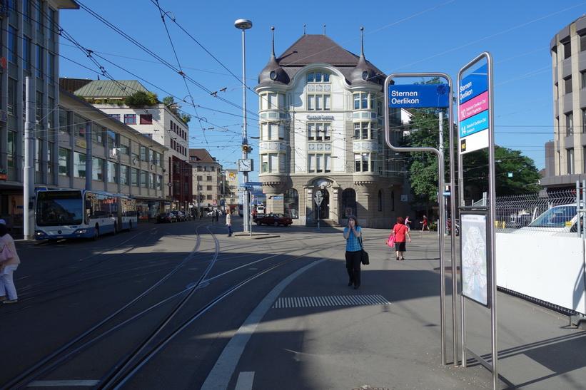 Station Sternen Oerlikon som ligger närmast mitt boende i Zürich.