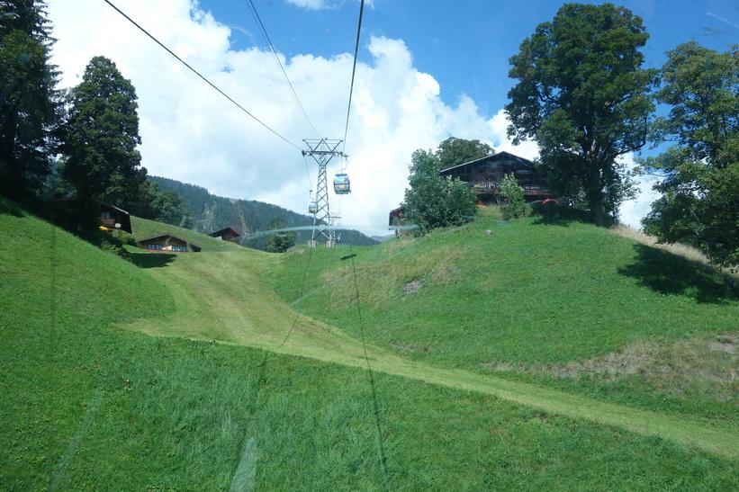 Liften upp mot First från Grindelwald.