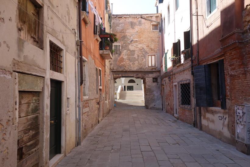 Gatuscen i Venedig.
