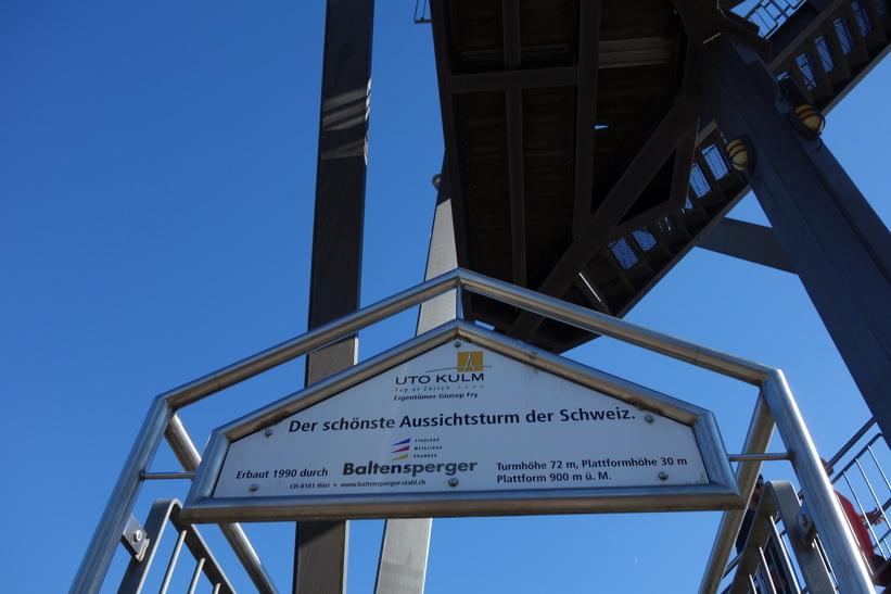 På väg upp i utsiktstornet på toppen av Uetliberg, Zürich..