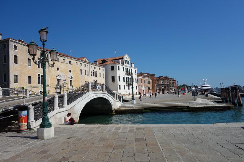 Bro längs Riva degli Schiavoni, Venedig.