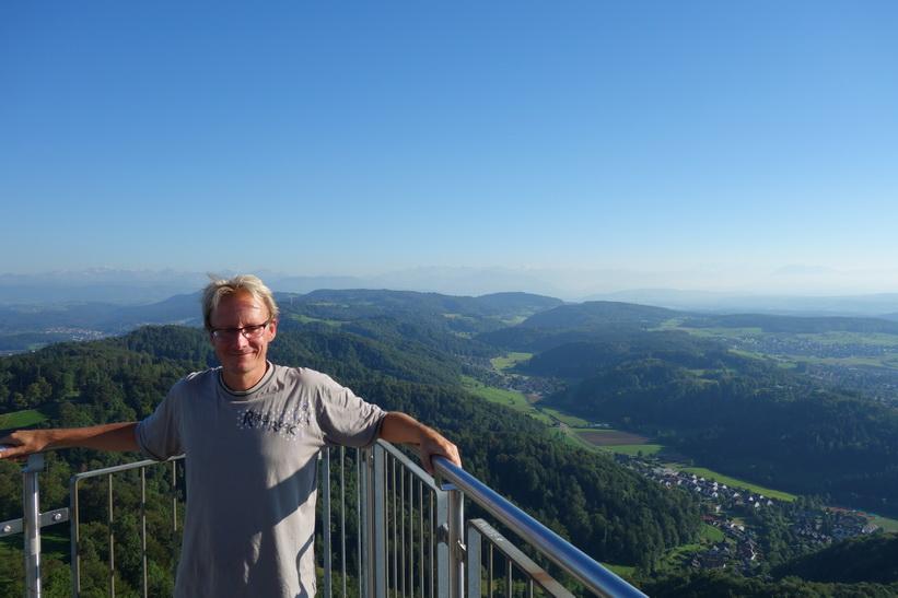 Stefan uppe i utsiktstornet på toppen av Uetliberg, Zürich.
