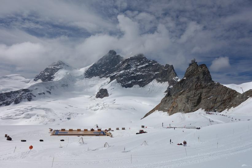 Vy under promenaden från Mönchsjochhütte tillbaka ner till Jungfraujoch.