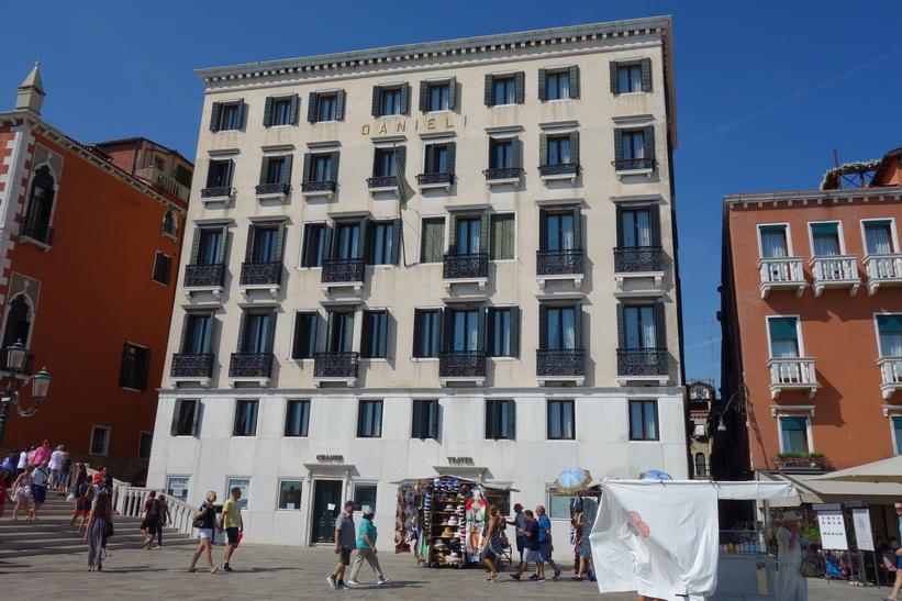 Lyxhotellet Hotel Danieli längs gatan Riva degli Schiavoni, Venedig.