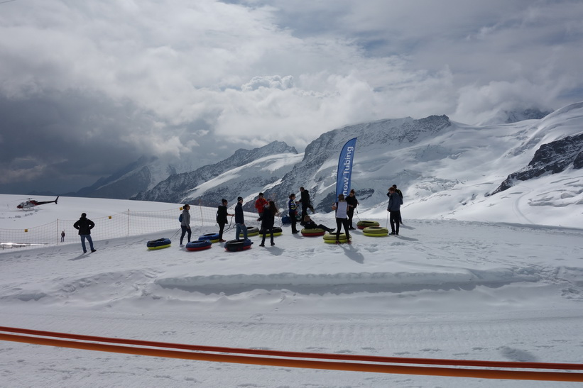 Åkning på gummidäck vid Jungfraujoch.